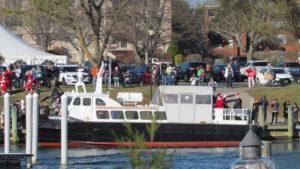 09-santa-arrives-in-falmouth-harbor